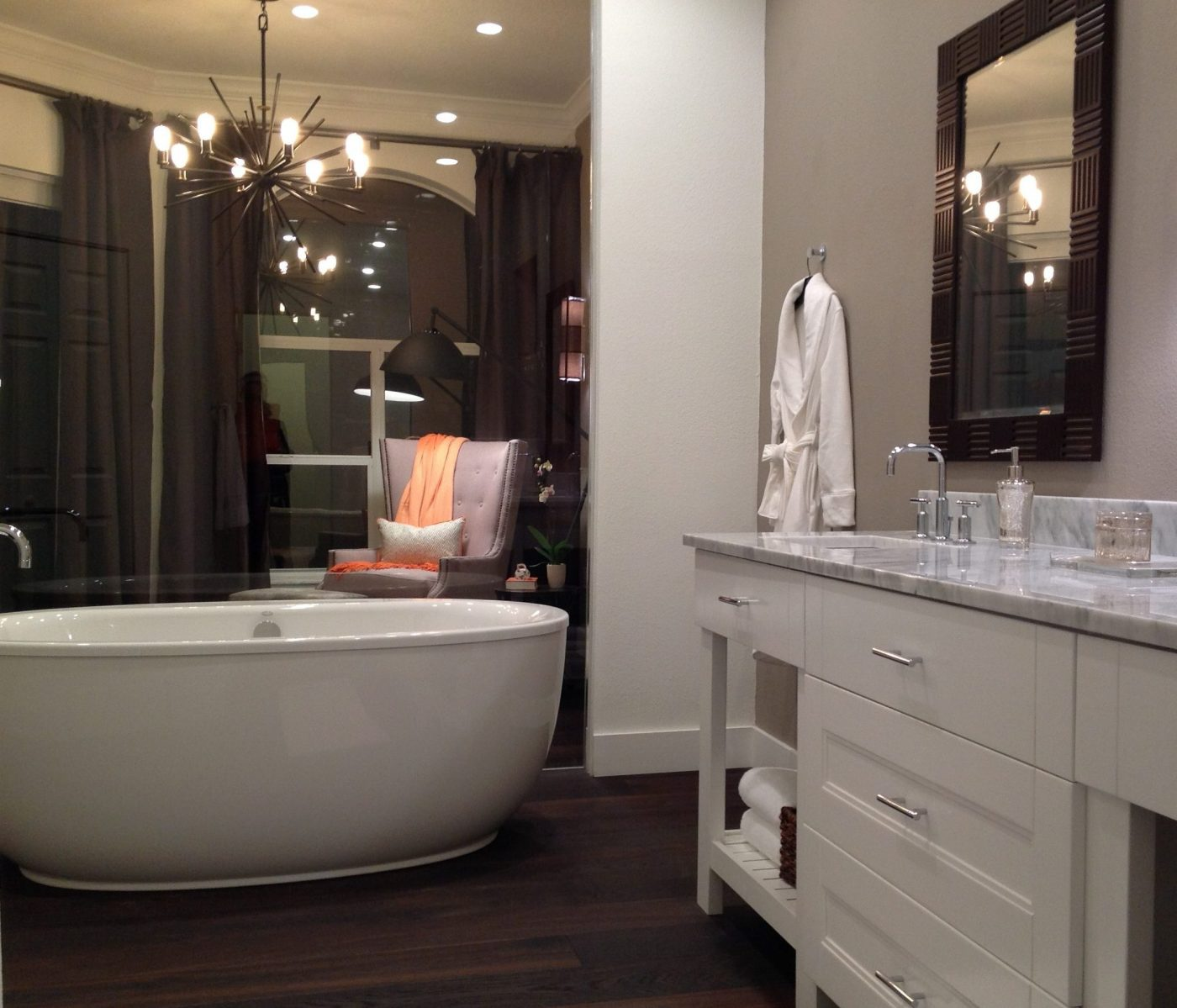 Loving the glass wall! The bath feels twice as big and so luxurious!